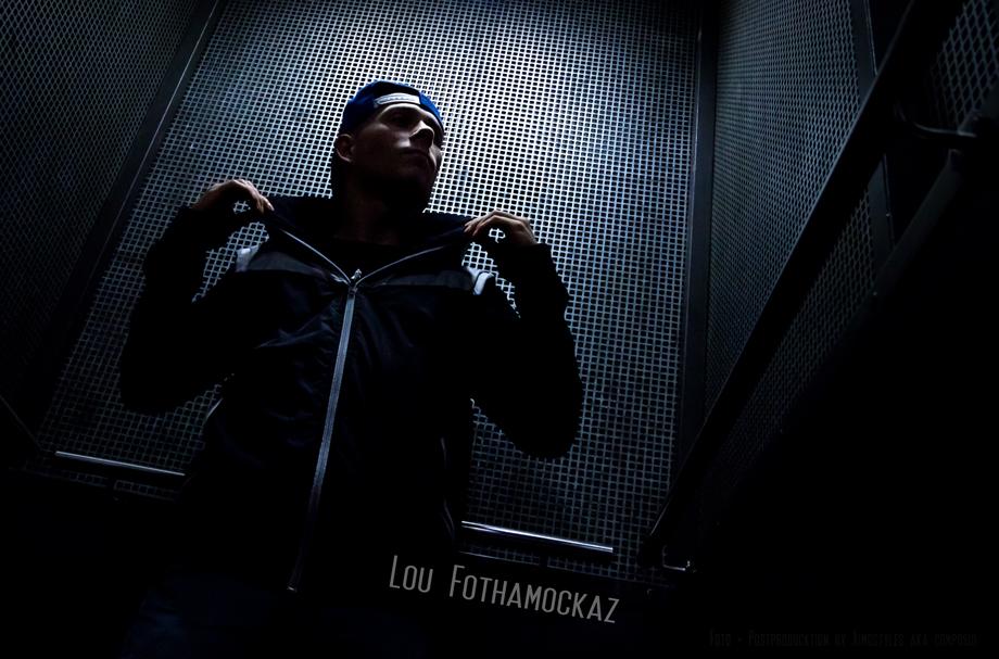 Lou im Fahrstuhl