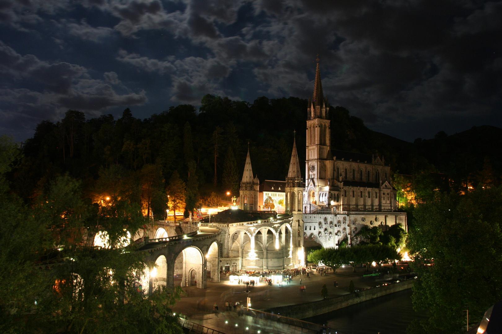 Lourdes bei Nacht...