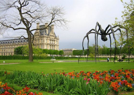 Louvre and spider :-)
