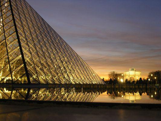 Louvre bei Abenddämmerung