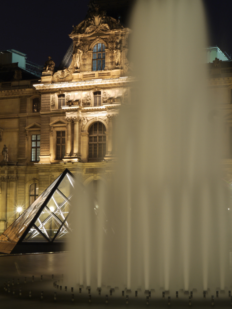 Louvre by night 4