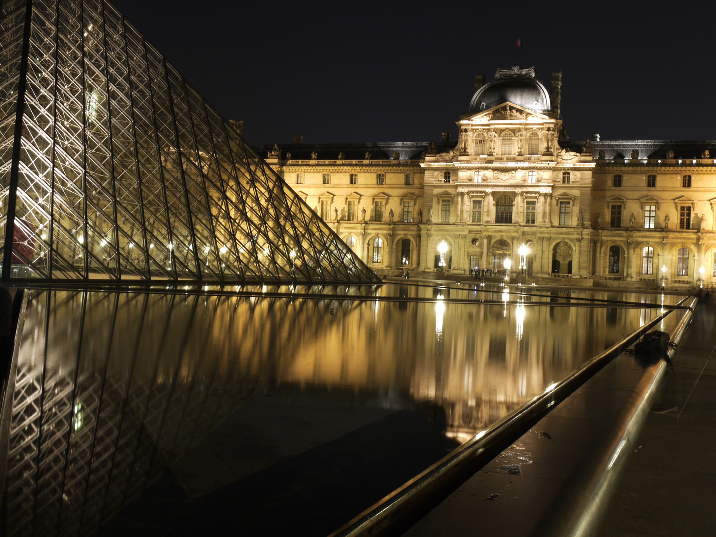 Louvre by night 5