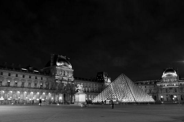 Louvre de nuit
