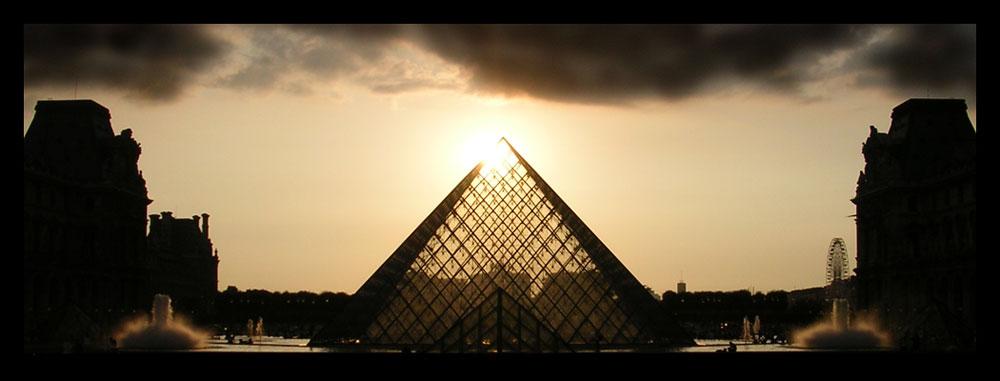 Louvre mit Sonne