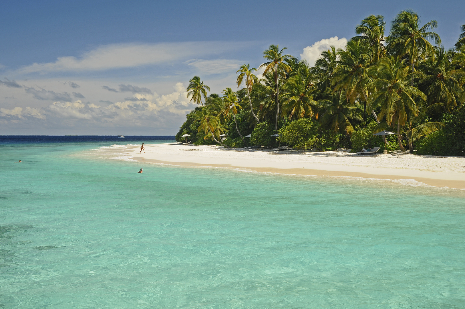 ***  LOVELY BEACH ***
