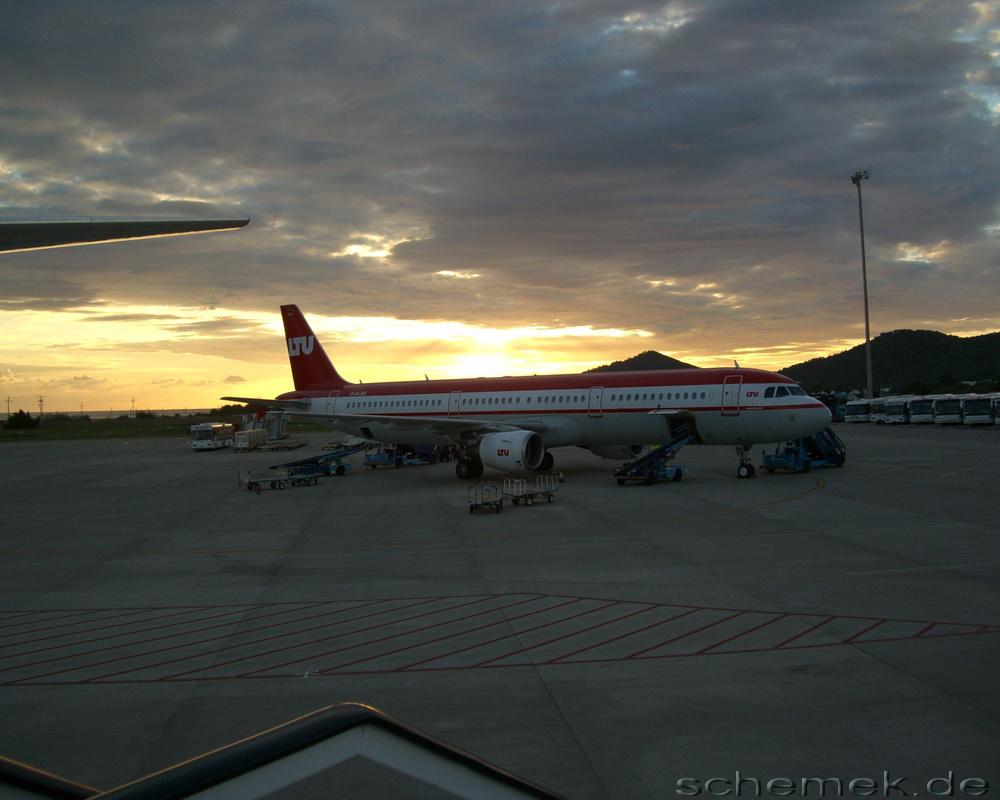 LTU bei Sonnenuntergang