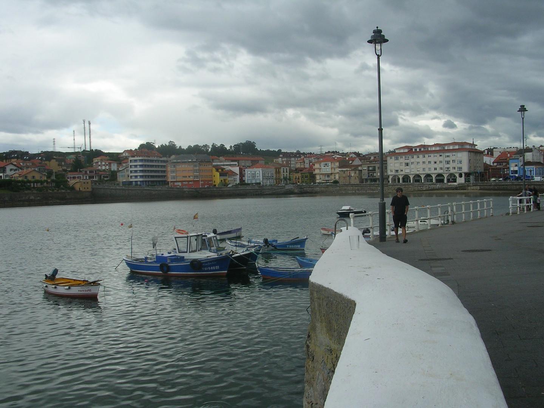Luanco , pueblo marinero en Asturias