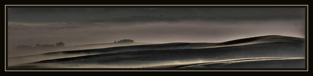 Luce lunare sulle colline