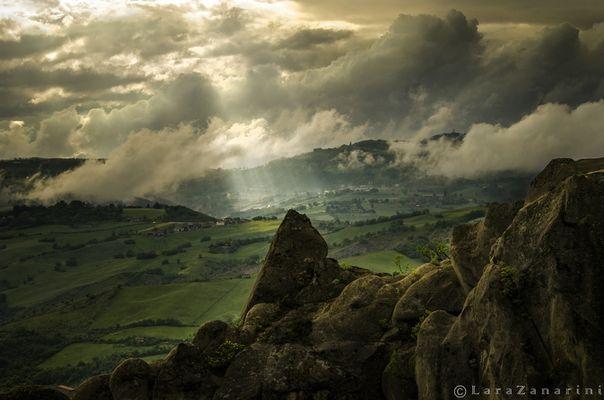 luce sui sassi di Rocca