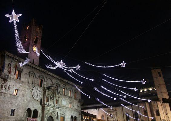 luci di Natale in Piazza del Popolo ad Ascoli Piceno