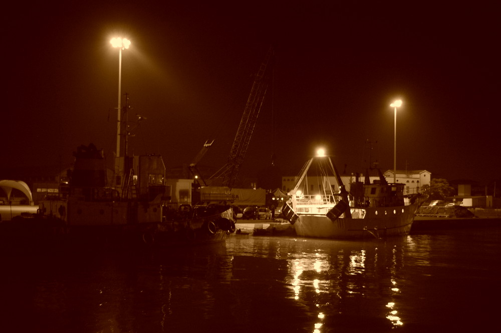 luci e riflessi al porto..