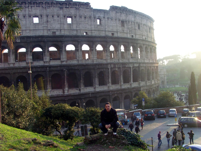 Ludo devant le Colisée