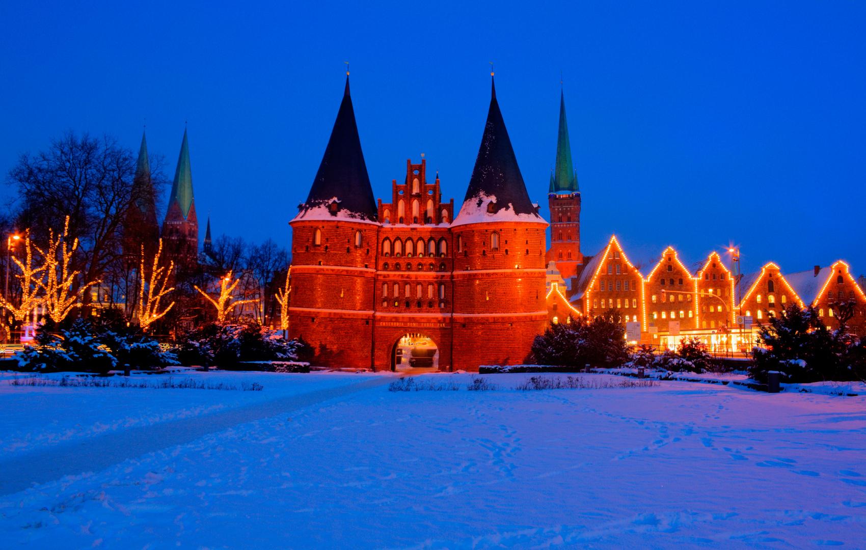 Lübeck Holstentor Winter 2010