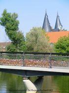 Lübeck Liebes Brücke mit Blick auf das Holstentor