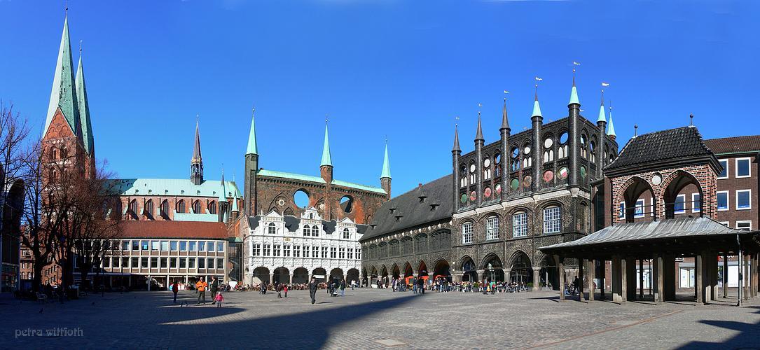 Lübeck - Markt  mit St. Marien, Rathaus und Kaak