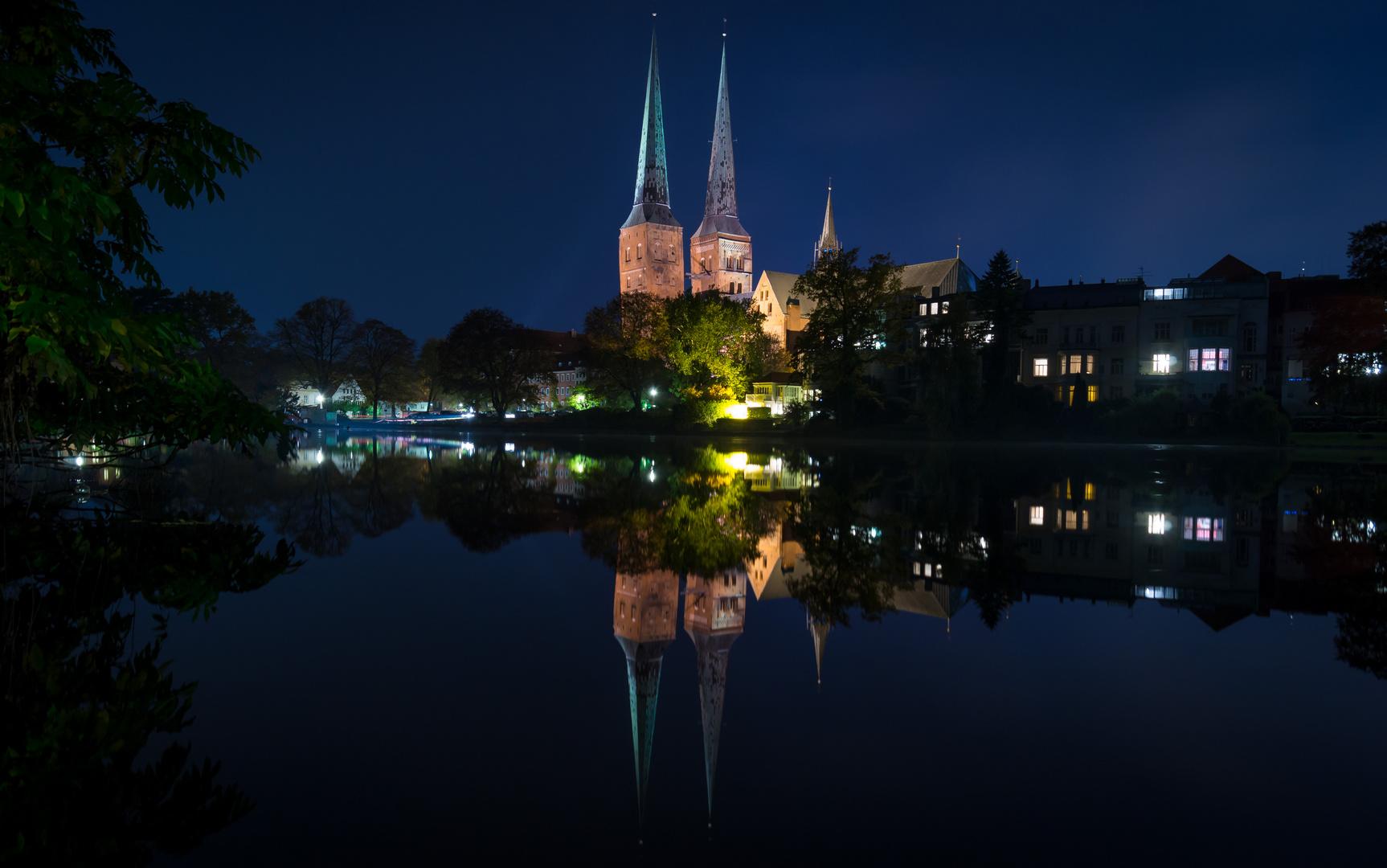 Lübecker Dom bei Nacht