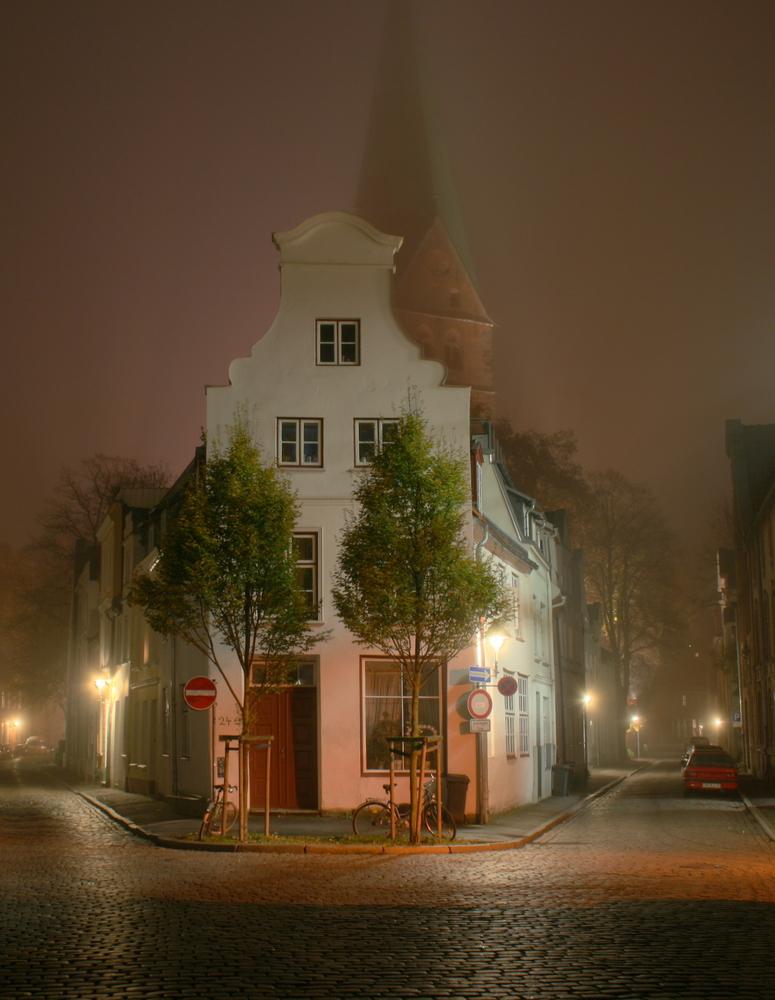 Lübecker Gasse bei Nacht