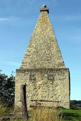 Lüderbacher Grabpyramide
