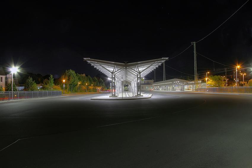 Lüneburg Busbahnhof bei Nacht 2