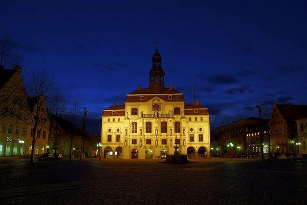 Lüneburger Rathaus bei Nacht