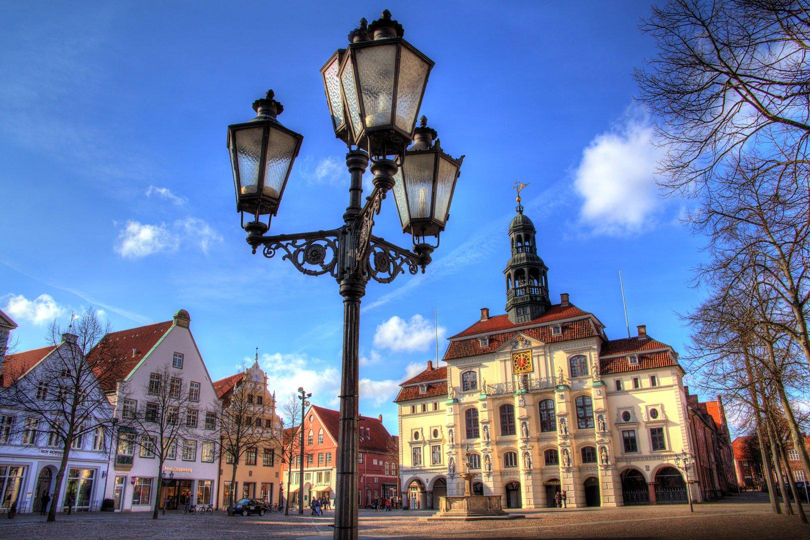 Lüneburger Rathaus im Frühling