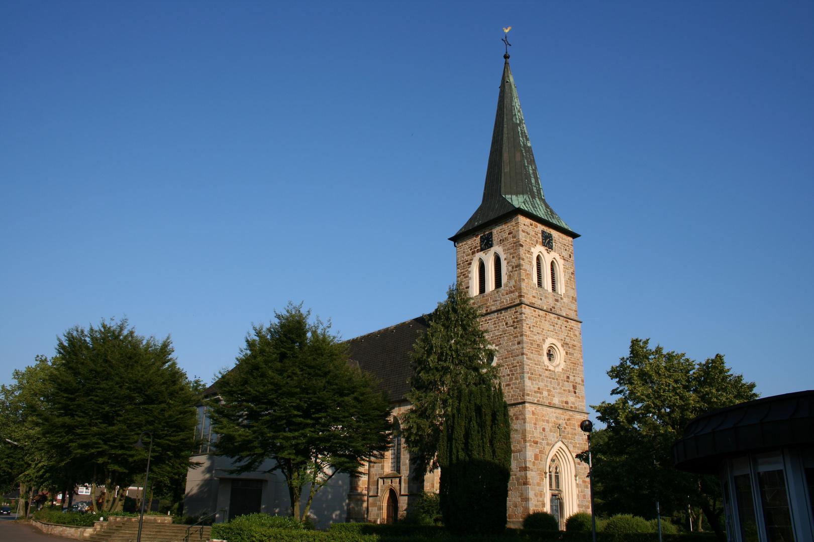 Lünne-(Emsland) Die katholische Dorfkirche 06-2010