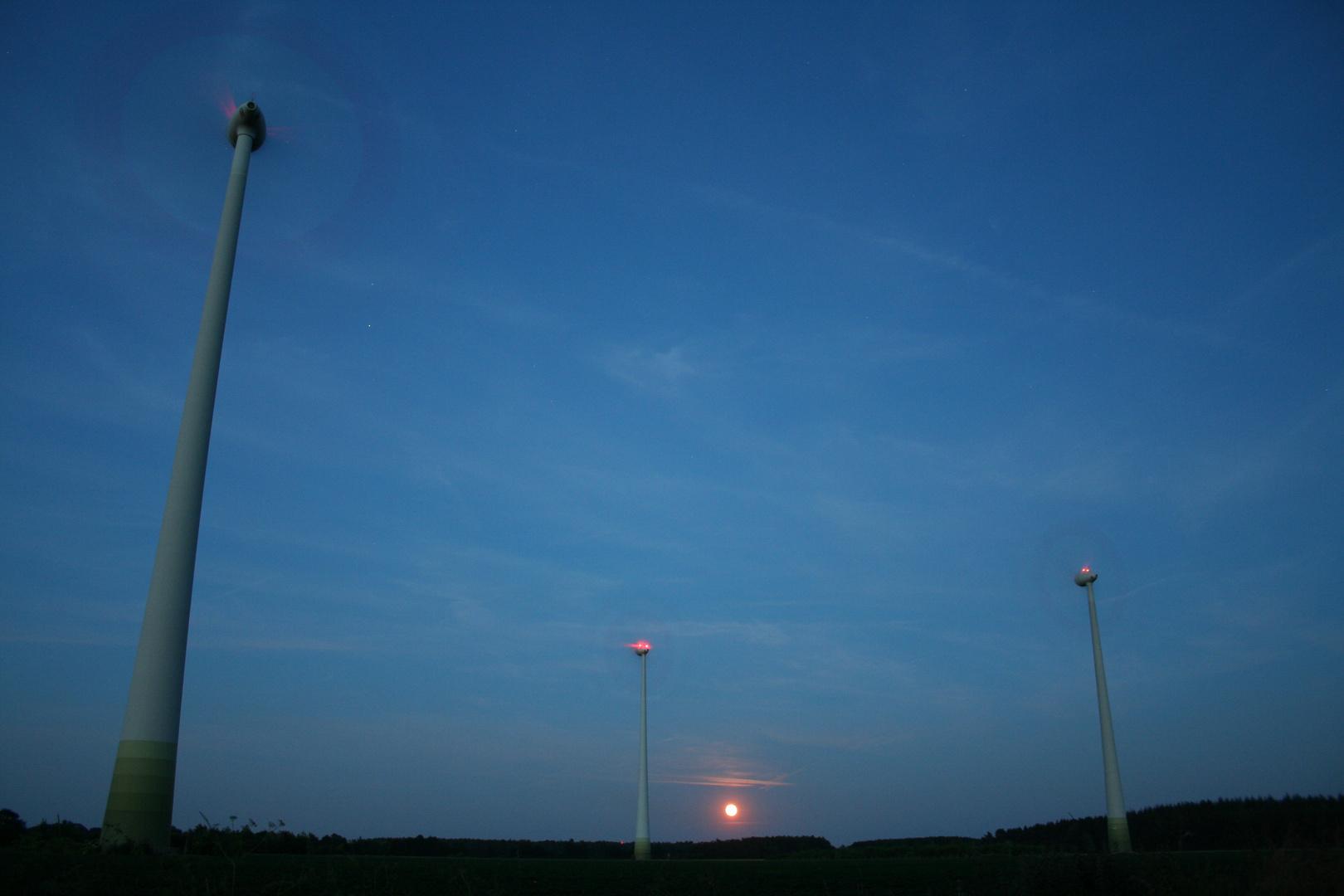 Lünne-(Emsland) Mondaufgang mit reichlich Wind 06-2010