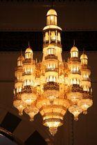 Lüster in der Gebetshalle im Oman