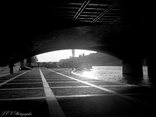Lueur sous le pont