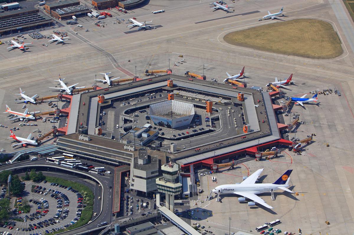 Lufthansa a380 zur taufe auf dem flughafen tegel auf den for Flughafen tegel