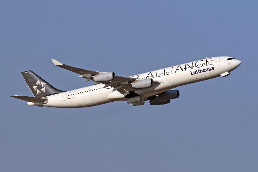 Lufthansa Airbus A340-311 (D-AIGC)