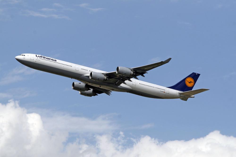 Lufthansa Airbus A340-642 (D-AIHH)