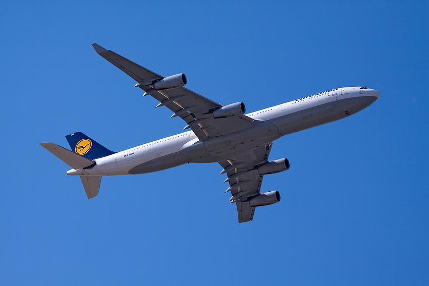 Lufthansa Aisbus A340-300 GLADBECK