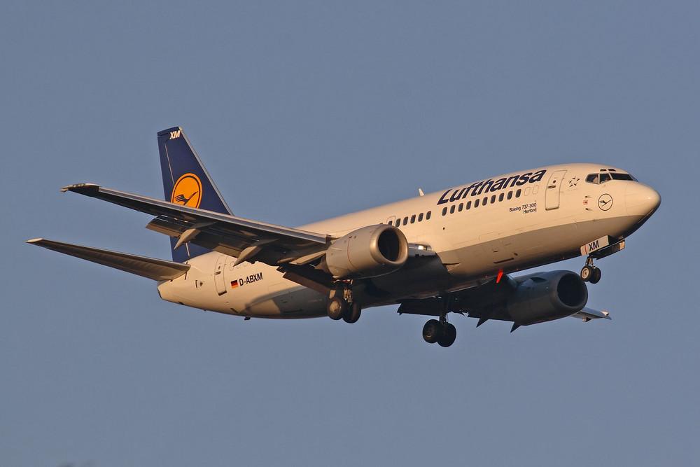 Lufthansa Boeing 737-330 (D-ABXM)