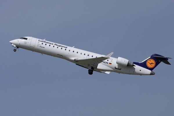 Lufthansa CRJ-700 beim Takeoff in Düsseldorf