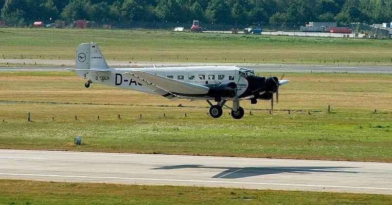 Lufthansa JU-52 im Landeanflug