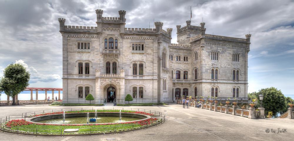 Luftiger Eingang im Schloss