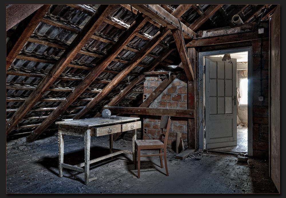 Dachzimmer  luftiges Dachzimmer! Foto & Bild | architektur, lost places ...