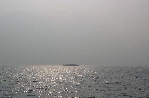 Luganer See im Dunst