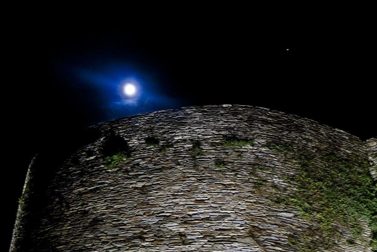 Lugo, la luna y el planeta