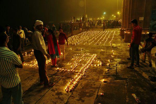 Lumières de la nuit à Vanarasi