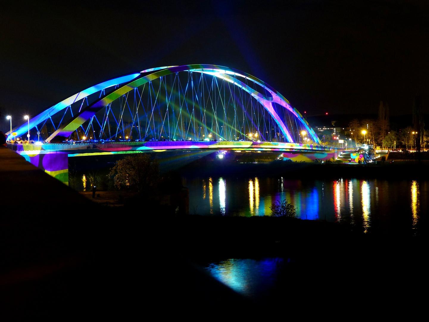 Luminierte Osthafenbrücke
