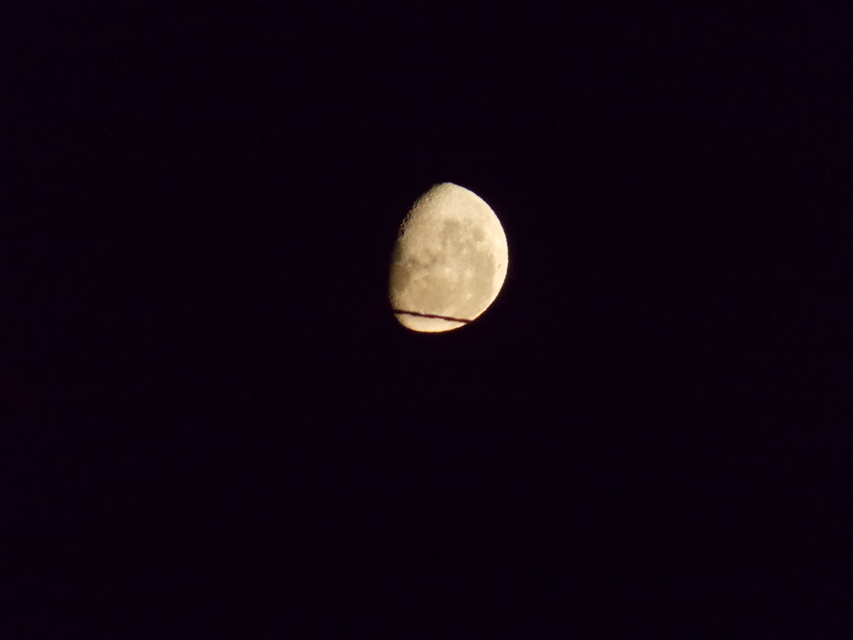Luna que iluminas cada noche