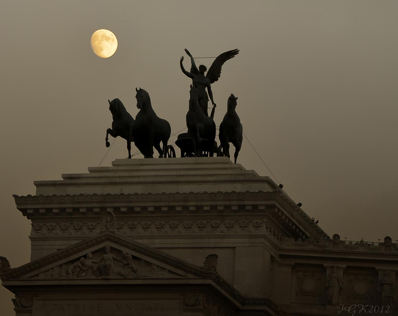 Luna Sobre Roma ( dedicada Eduardo Zaragoza)