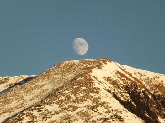 Luna sulla vetta