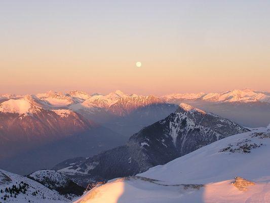 Lune au dessus du Chablais