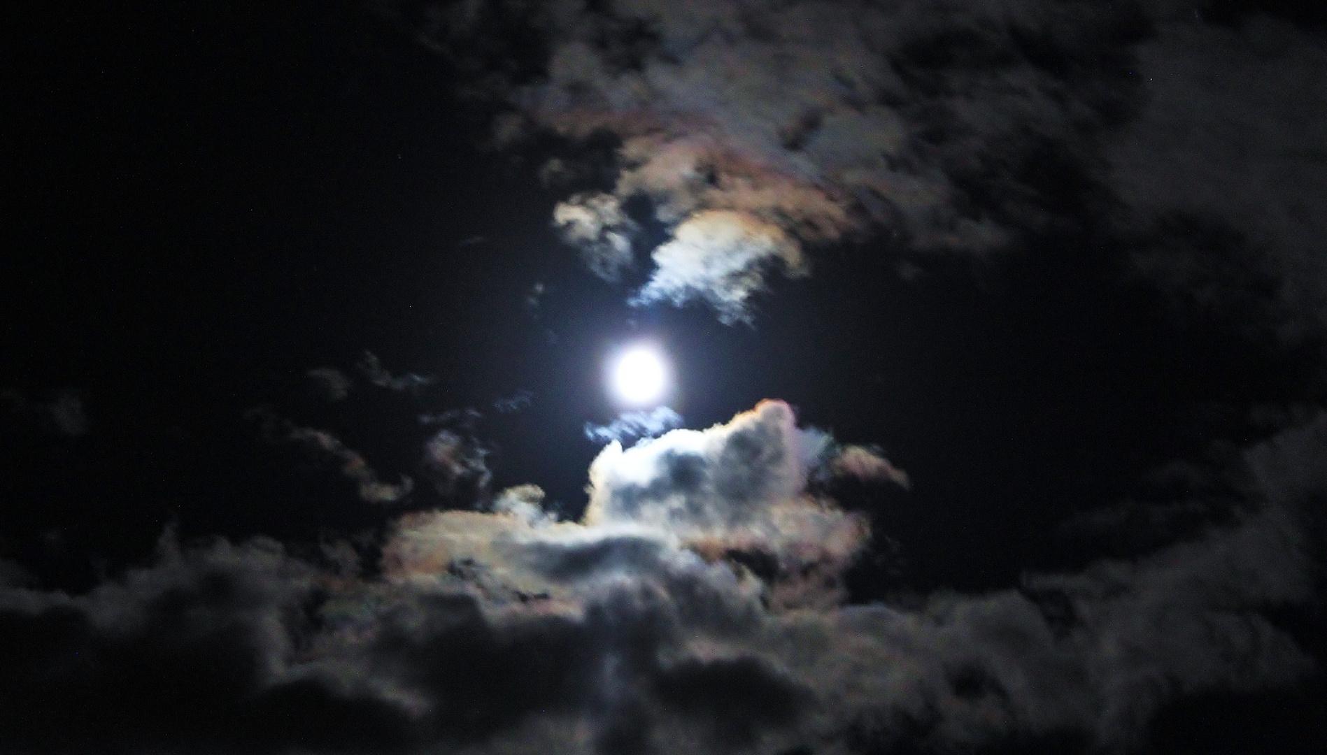 lune brumeuse