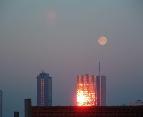 Lune et soleil du matin - maan en zon in de ochtend