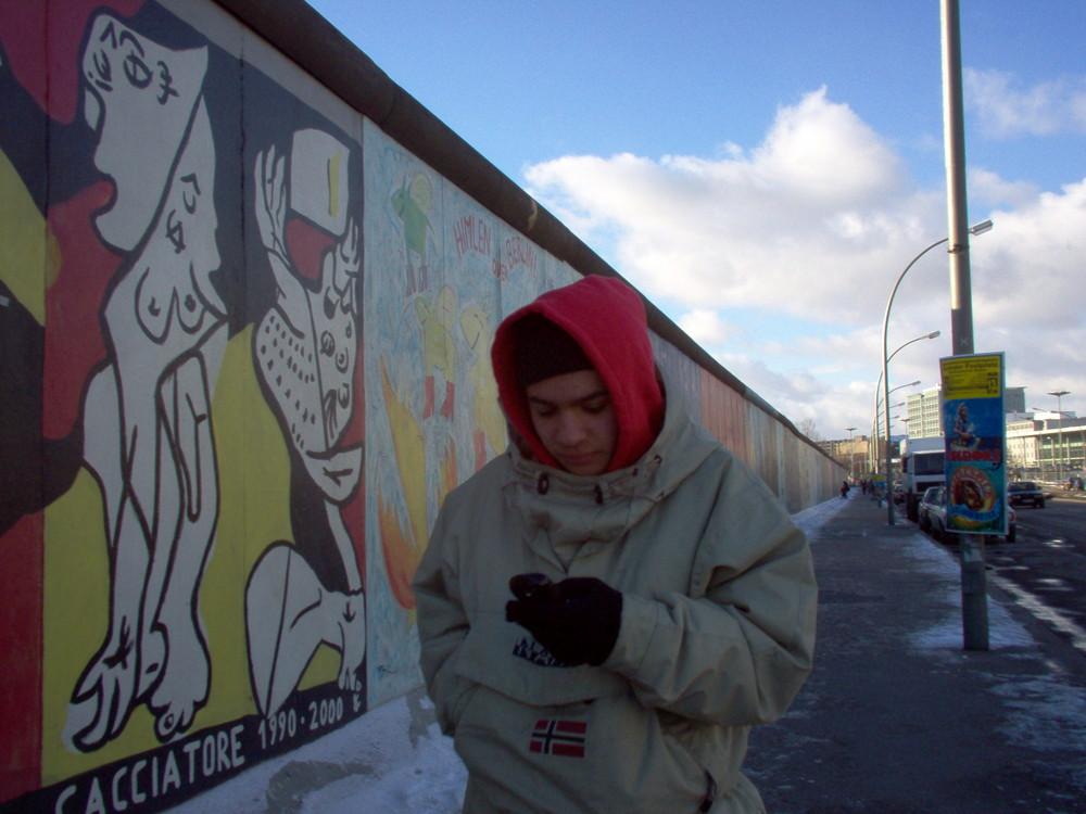 Lungo il muro di Berlino