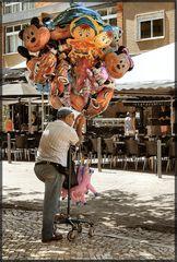 L`uomo dei palloncini